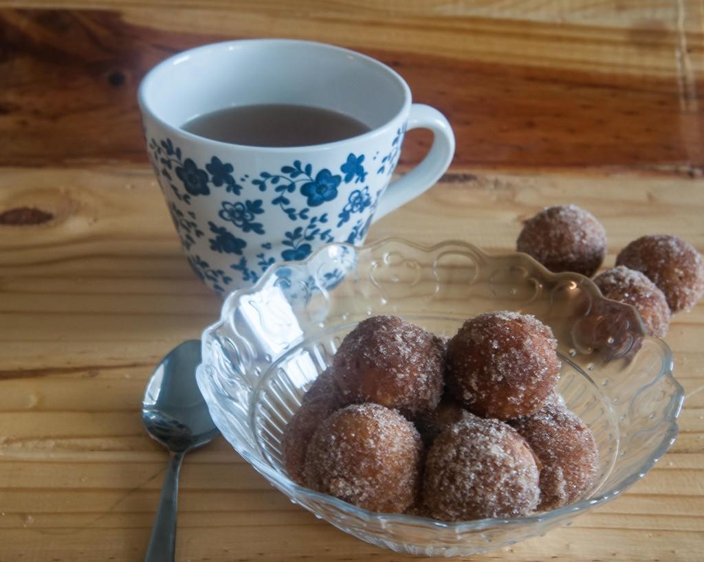 Bolitas de donuts de manzana