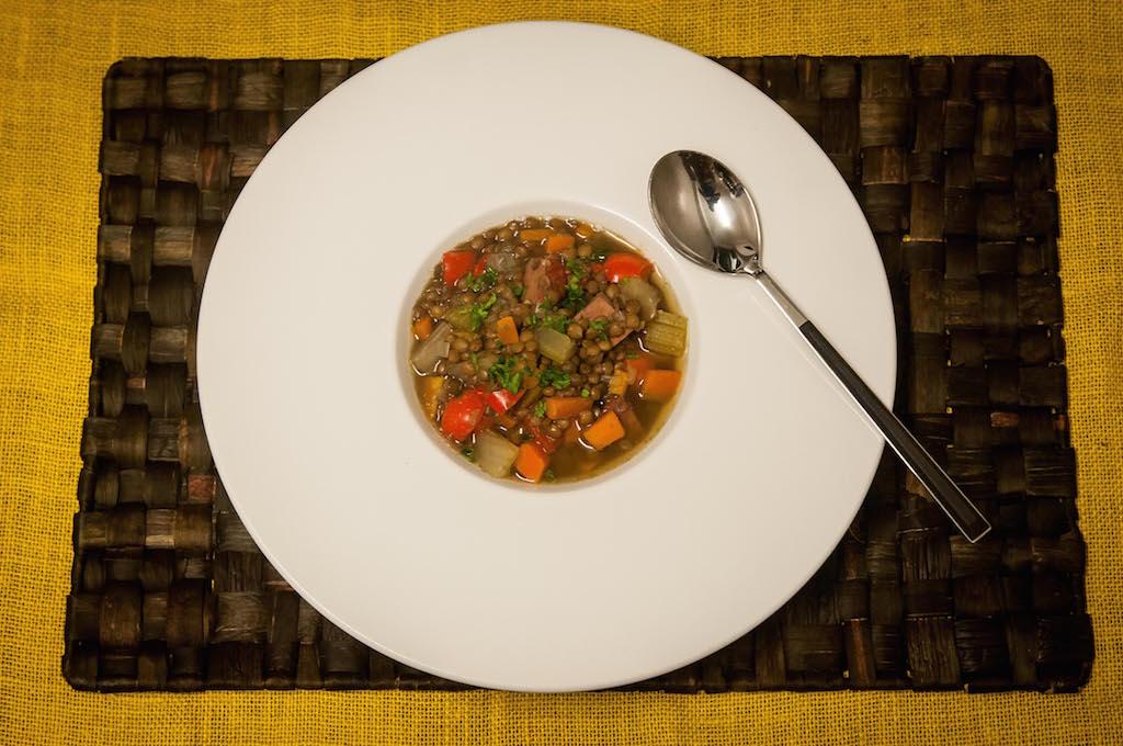 Julia Pela la Yuca Sopa de Lentejas 100 recetas una historia Chef Charlie Collins