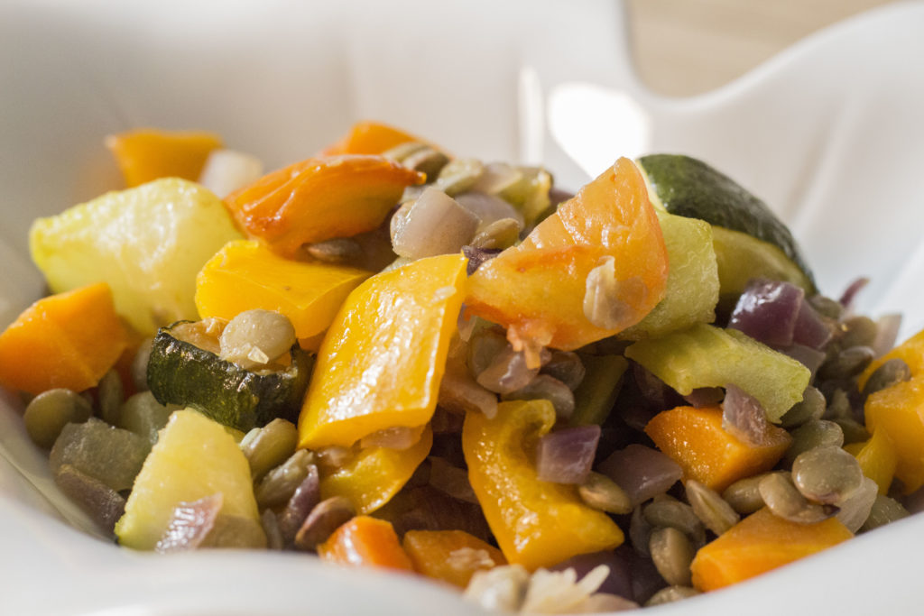Ensalada de lentejas con vegetales rostizados