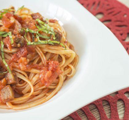Linguini con berenjena al horno y pomodoro