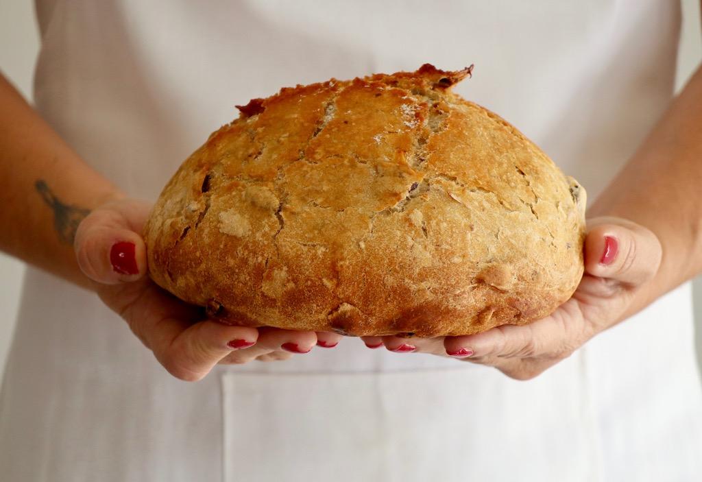 Pan de arándanos, miel y nueces