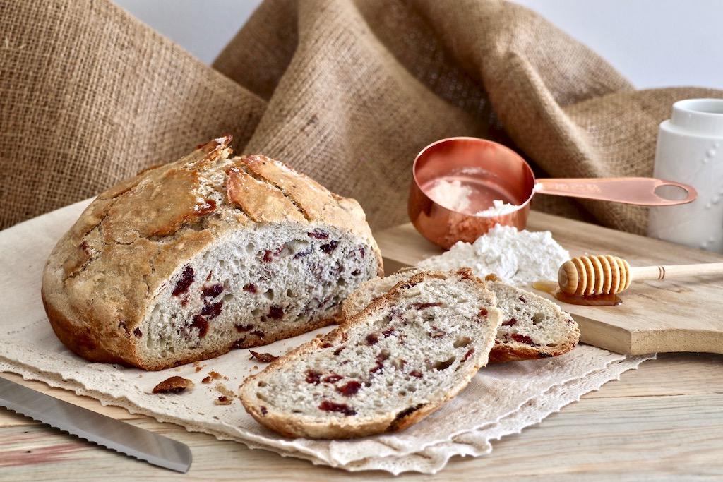 Pan aberto pan de arándanos, miel y nueces