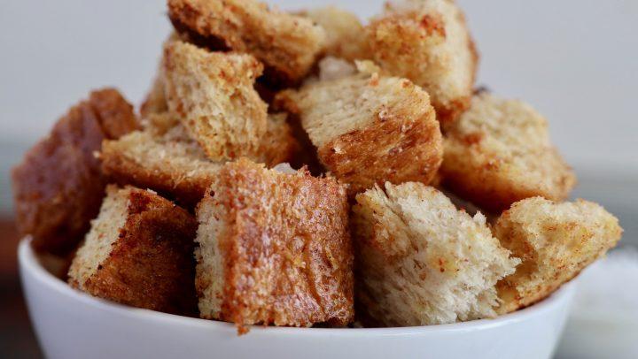 Crutones, esos sabrosos daditos de pan crujiente