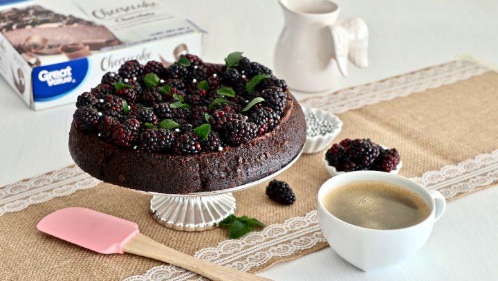 Salmón en papillote y cheesecake de chocolate glorificado con zarzamoras