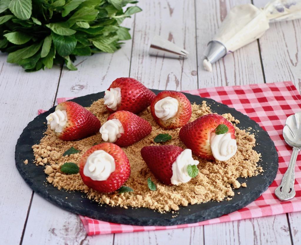 Fresas rellenas de cheesecake sin azúcar